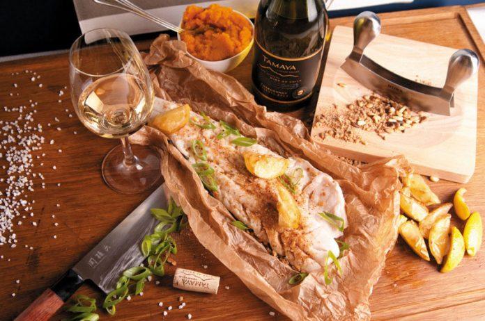 Pieczony dorsz w sosie maślanym dobrze komponuje się z białymi winami | przepis, dobór win – Wino i Kuchnia Blog | fot. winoikuchnia.pl