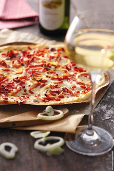 Alzacka tarta najlepiej smakować będzie z lokalnym winem | przepis, dobór win – Wino i Kuchnia Blog | fot. ©ELPEV Conseil Vins Alsace / winoikuchnia.pl
