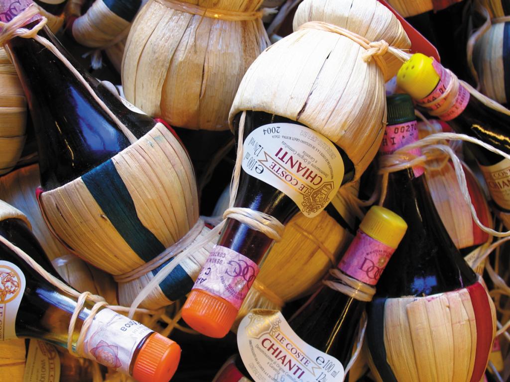 ikoniczne butelki chianti | fot. W. Gogoliński