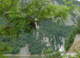 Między Karpatami i Dunajem