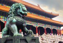 lew strzegący Zakazanego Miasta w Pekinie | fot. feiyuezhangjie / shutterstock