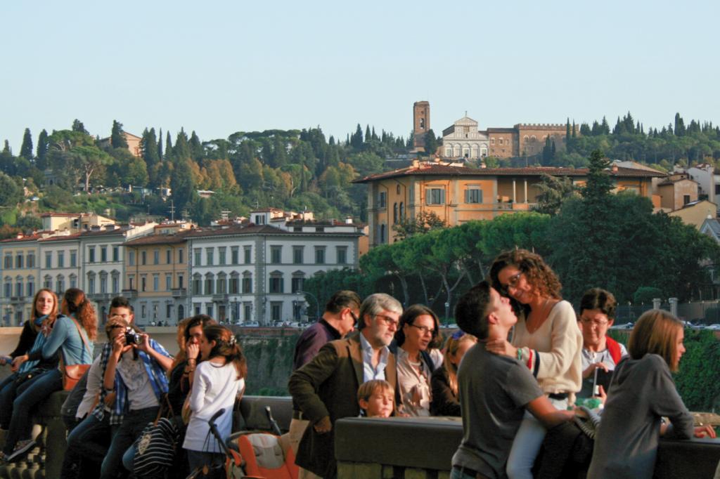 Nad Arno skupia się życie Florencji. W tle na wzgórzu kościół San Miniato, skąd rozpościera się najpiękniejszy widok na miasto | fot. D. Romanowska