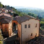 Aby dojść do centrum Montepulciano trzeba wspiąć się po stromym wzgórzu. Nagrodą za trud są niezapomniane widoki i degustacja vino nobile di montepulciano | fot. D. Romanowska