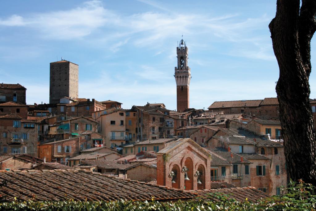 Siena w przeciwieństwie do renesansowej, wielkomiejskiej Florencji urzeka średniowiecznym klimatem | fot. D. Romanowska