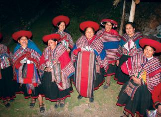 Kobiety w tradycyjnych strojach | fot. D. Romanowska