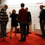 Po kaszkiecie go poznacie: Damian Buraczewski odbiera wyróżnienie jury w konkursie na Winiarski Blog Roku 2018 | fot. M. Szymczyk