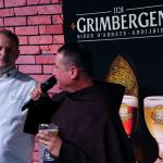 Partner Gali: piwo Grimbergen podawał jak zawsze z mnisim wdziękiem Arek Świencicki. O łączeniu piwa z potrawami opowiadał Janusz Fic z restauracji Dwór Sieraków. | fot. Czas Wina