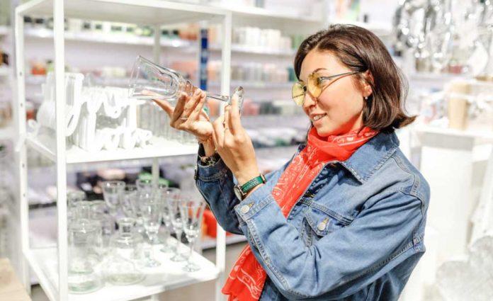 Kieliszki do wina i moda | fot. frantic00 / shutterstock