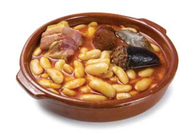 Morcilla jest nieodzownym składnikiem fadaby, podawanego w Asturii dania z dużej ilości białej fasoli, kiełbasy chorizo i morcilli właśnie. | fot.  Studioimagen73 / shutterstock