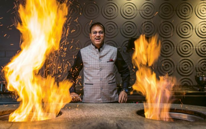 Kartikey Johri w swoim żywiole | fot. Masala Indian Restaurant