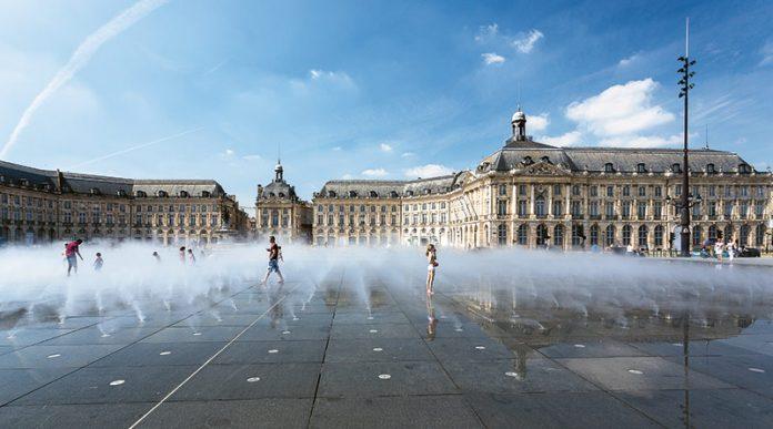 Place de la Bourse i Le Miroir d'Eau