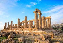 Ruiny greckiej świątyni w Agrigento (Akragas).